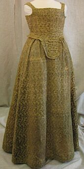 Early 17th century Tuscan dress in cut velvet of bright green. Found at Laboratorio Centre Restauri Tesseli