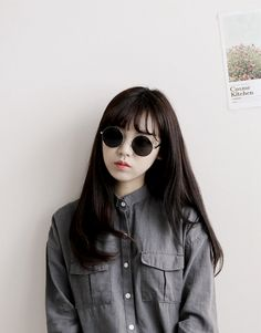 Lovely circular sunglasses, with thin wire rims. Korean Fashion Woman (⁄ ⁄•⁄ω⁄•⁄ ⁄)⁄