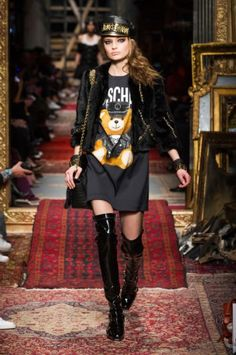 Moschino Show-Paris Fashion Week-ready to wear FALL/WINTER 2016