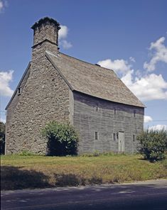 """Eleazer Arnold House (1693), Lincoln, Rhode Island. Another Rhode Island """"Stone-ender"""". It was possible to build in stone because lime was available in the Narragansett Bay area."""