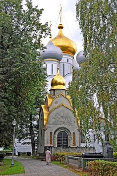 Novodevichy Convent in Moscow, Russia Russian Architecture, Sacred Architecture, Religious Architecture, Beautiful Buildings, Beautiful Places, St Petersburg Russia, Moscow Russia, Place Of Worship, Eastern Europe