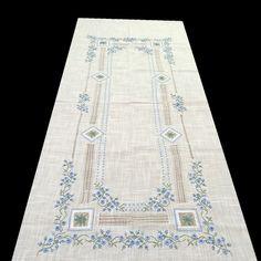 manteles bordados a mano ile ilgili görsel sonucu Table Linens, Bed Linens, Baby Embroidery, Linen Bedding, Art Projects, Bohemian Rug, Quilts, Rugs, Crochet