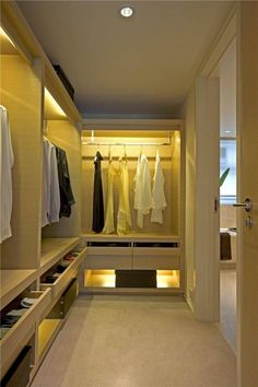 Incredible Small Walk in Closet Ideas & Makeovers. Did not you like this walk in closet idea? Find more walk in closet ideas in my. Small Walkin Closet, Small Walk In Wardrobe, Walk In Closet Design, Small Closets, Closet Designs, Open Closets, Dream Closets, Wardrobe Room, Wardrobe Design Bedroom