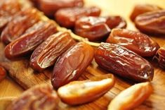 taatelit nivelkivun hoitoon Pecan Nuts, Pretzel Bites, Sausage, Bread, Food, Dried Fruit, Legumes, Vegetables, Healthy Snack Foods