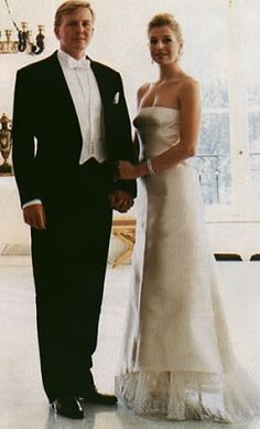 Click image for larger version Name: Views: 2703 Size: KB ID: 147165 Royal Tiaras, Dutch Royalty, Holiday Pictures, Queen Maxima, British Monarchy, One Shoulder Wedding Dress, Classy, Netherlands, Celebs
