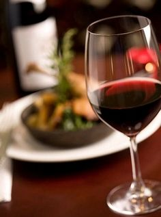 Chateauneuf du Pape - A Guide to Food Pairing This Full Bodied Wine Red Wine Benefits, Health Benefits, Health Tips, Mets Vins, Red Wine Stains, Chateauneuf Du Pape, Pinot Noir Wine, Wine Tasting Events, Buy Wine Online