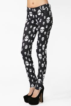 love these skull leggings! Like This Goth skull Legging for young women  Who want some Fun Fahions   For weekend Partying- Clubbing