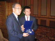 Secretary-General Ban Ki-moon with Sina Corporation CEO  Charles Chao. Credit: OSSG