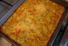 Sajtos cukkini pite lisztmentesen Diabetic Recipes, Diet Recipes, Vegetarian Recipes, Healthy Recipes, Tasty Dishes, Macaroni And Cheese, Paleo, Good Food, Food And Drink