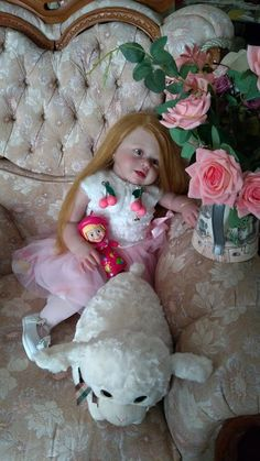 Esta é a linda princesa Natália, com 70cm e cabelo implantado fio a fio por Rebornabysara gomes