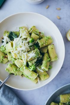 Veggie Recipes, Pasta Recipes, Healthy Recipes, Pesto Vegan, Broccoli Pesto, Green Pesto, Bastilla, Food L, How To Cook Pasta