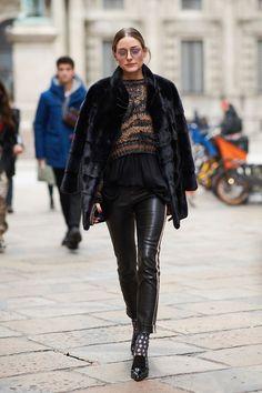Olivia Palermo during Milan Fashion Week F/W 2018 〰️▪️🖤▪️〰️ Top Street Style, Milan Fashion Week Street Style, Milan Fashion Weeks, Autumn Street Style, London Fashion, Street Styles, Olivia Palermo Outfit, Estilo Olivia Palermo, Olivia Palermo Style