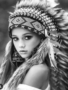 Native American Drawing, Native American Girls, Native Indian, Native Art, Indian Girl Tattoos, Native Tattoos, Forest Tattoos, Female Portrait, Indian Girls