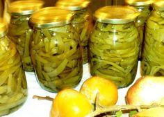 Τώρα που τα φρέσκα φασολάκια υπάρχουν σε αφθονία, είναι ευκαιρία να φτιάξουμε τουρσιά όπως ακριβώς έκαναν και οι νοικοκυρές στον Πόντο για να έχουν καλοκαιρινά λαχανικά το χειμώνα. (Η λέξη στύπα προέρχεται από τη λέξη