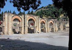 Os invitamos a pasear por la ciudad de Madinat al-Zahra - Medina Azahara. #historia #turismo http://www.rutasconhistoria.es/loc/madinat-al-zahra-medina-azahara