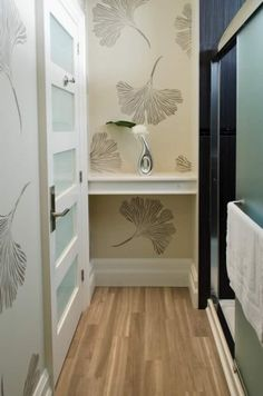 A DIY stenciled hallway using the Ginkgo Leaf Stencil from Cutting Edge… Stencil Decor, Leaf Stencil, Damask Stencil, Best Interior, Interior And Exterior, Diy Wall Painting, Faux Painting, Wall Design, House Design