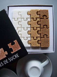 Puzzle de Sucre are yet another creative way of presenting sugar cubes - these ones are shaped like puzzle pieces! Sugar Packaging, Cool Packaging, Brand Packaging, Packaging Design, Packaging Ideas, Product Packaging, Food Design, Design Ideas, Little Presents