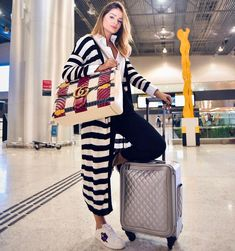 Comfy Airplane Outfits Ideas for Women - Roomaintenance Look Fashion, Winter Fashion, Fashion Outfits, Womens Fashion, Travel Outfits, Casual Fall Outfits, Spring Outfits, Winter Outfits, Airport Look