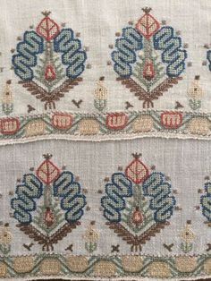 C Antique Ottoman Turkish Gold Silk Hand Embroidery on Linen Yaglık Embroidery Patterns Free, Cross Stitch Embroidery, Hand Embroidery, Cross Stitch Patterns, Machine Embroidery, Medieval Embroidery, Vintage Embroidery, Stitch Book, Fabric Remnants