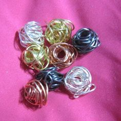 Easy Peasy Free Wire Bead Tutorial.  There are many ways to make a wire bead. This is one do it, and, it's very easy to do. #wire