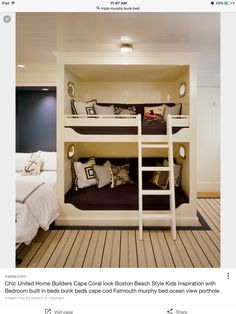 Bunks w single bed.
