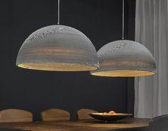 Deze Divalii Carta Duo Settanta hanglamp kopen voor €211,50? Grote hanglamp met twee kartonnen lampenkappen Custom Lighting, Cool Lighting, Lighting Design, Dining Table Lighting, Luxury Dining Tables, Table Furniture, Furniture Design, Wood Lamps, Deco Design