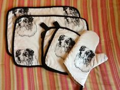 Kitchen hot mitts and placemats