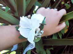 Wedding Accessories – White Vintage Flower Bracelet – a unique product by FOLKflor on DaWanda