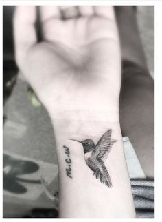 realistic cute hummingbird tattoos hummingbird tattoo hummingbird and tattoo. Black Bedroom Furniture Sets. Home Design Ideas