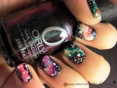 Un nail art galaxy ça vous tente ?  Crédit photo : emeraldsparkled