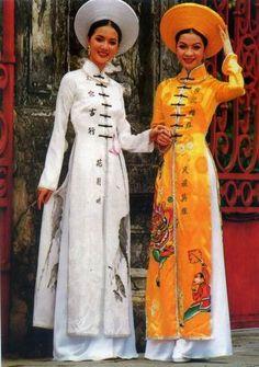 Traditional Dress Vietnam by Toilucky, via Flickr
