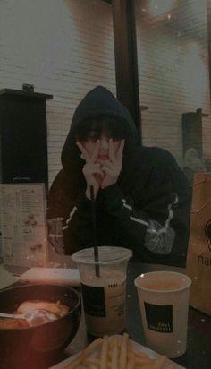 Bts Taehyung, Kim Taehyung Funny, Foto Bts, Bts Wallpaper Lyrics, Bts Pictures, Photos, Bts Aesthetic Pictures, Cha Eun Woo, Bts Korea