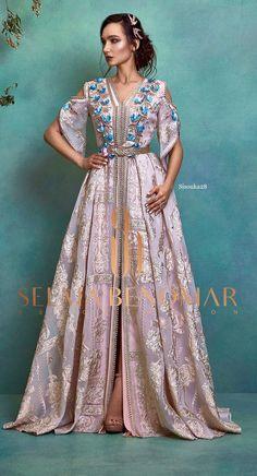 Selma ben omar new collection 2019 BRIDAL Morrocan Dress, Moroccan Caftan, Abaya Fashion, Fashion Dresses, Caftan Dress, Oriental Fashion, African Print Fashion, Traditional Dresses, Nice Dresses