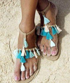 Ya os he traído en otro post ideas para personalizar vuestras sandalias de este verano. Pero como cada día encuentro ideas he decidido dejaros cuatro más. Espero que os inspiren Supongo que sabéis que