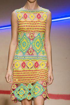 Летнее платье крючком из коллекции Laura Biagiotti Весна 2015: Вязание крючком и спицами