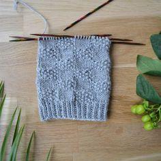 7 helppoa ideaa sukanvarteen - oikea ja nurja silmukka riittävät! Crochet Socks, Knitting Socks, Crochet Stitches, Knit Crochet, Sewing, Blog, Crafts, Handmade, Diy