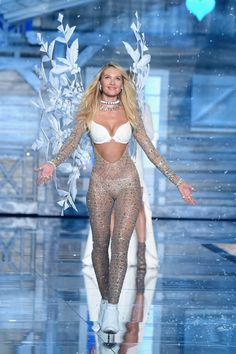 Pin for Later: Seht alle Fotos der Victoria's Secret Fashion Show Candice Swanepoel