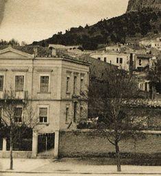 Διώροφο αρχοντικό με αετωματική επίστεψη. Λεωφ. Βασ. Σοφίας 29 (λεπτομέρεια) Αθήνα 1896 ca. Το κατεδάφισαν και αυτό.