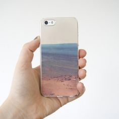 A really simple {DIY} that anyone can do to customize their iPhone case!