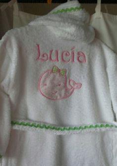 El albornoz de Lucia en tonos rosa y verde le ha encantado a Lucía #vueltalcole#albornozpistachito