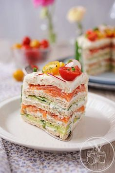 Sandwich Cake (layers of bread, salmon, cream cheese, cucumber, dill) Loaf Recipes, Sandwich Recipes, Appetizer Recipes, Cooking Recipes, Appetizers, Tapas, Sandwich Torte, Party Sandwiches, How To Cook Eggs