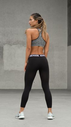 Fit Leggings are now available in a cropped style making them your new favourite leggings. A simple design available in stylish seasonal colours.