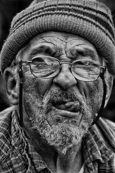 Man portrait Black and white Old Portland Soul Old Man Portrait, Portrait Art, Black And White Portraits, Black And White Photography, Old Man Face, Black And White Face, Robert Mapplethorpe, Old Faces, Face Photography