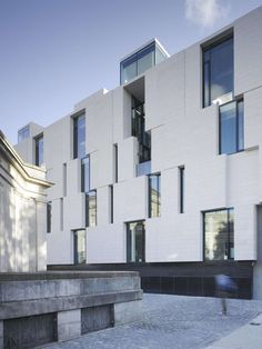 The new Humanities Research Building in Trinity College, 1,300 sq m area, The Long Room Hub, is a platform for the 21st century Irish university sector focus...