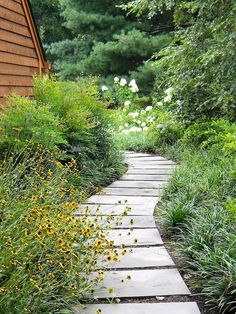 Adorable 65 Affordable Backyard Garden Path & Walkway Ideas on a Budget https://decorapatio.com/2017/05/31/63-affordable-creative-diy-backyard-garden-path-budget/