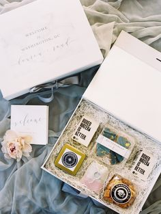 Greet your traveling guests with a gift packed full of surprises befitting the occasion. For inspiration, turn to these examples of creative ideas for welcome presents. Junior Bridesmaid Gifts, Bridesmaid Gifts From Bride, Bridesmaid Gift Boxes, Bridesmaid Proposal, Bridesmaid Makeup, Wedding Bridesmaids, Creative Wedding Favors, Unique Wedding Favors, Wedding Gifts