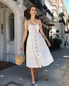 30 Trendy Summer Outfits Ideas for Teen Girls to Try - Fashiondioxide Summers are here and it's time that you have these Trendy Summer Outfits Ideas for Teen Girls to Try with a blend of every style! Trendy Summer Outfits, Spring Outfits, Summer Dress Outfits, Casual Summer, Sundress Outfit, White Dress Outfit, Summer Outfit For Teen Girls, Dress Ootd, Summer Ootd