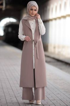 Modest Fashion Hijab, Modern Hijab Fashion, Modesty Fashion, Fashion Outfits, Iranian Women Fashion, Islamic Fashion, Muslim Fashion, Stylish Dress Designs, Stylish Dresses