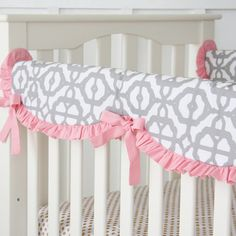 A scalloped edge adds a sweet design to our gorgeous Pink Mod Lattice Crib Rail Cover! Perfect for your Pink and Gray Mod Bumperless Baby Bedding and nursery design.