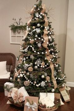 Looking for for images for farmhouse christmas tree? Browse around this site for perfect farmhouse christmas tree inspiration. This particular farmhouse christmas tree ideas will look totally excellent. Christmas Tree Ideas 2018, Christmas Tree Inspiration, Noel Christmas, Winter Christmas, Christmas Crafts, Burlap On Christmas Tree, Xmas Trees, Christmas Tree Simple, How To Decorate Christmas Tree